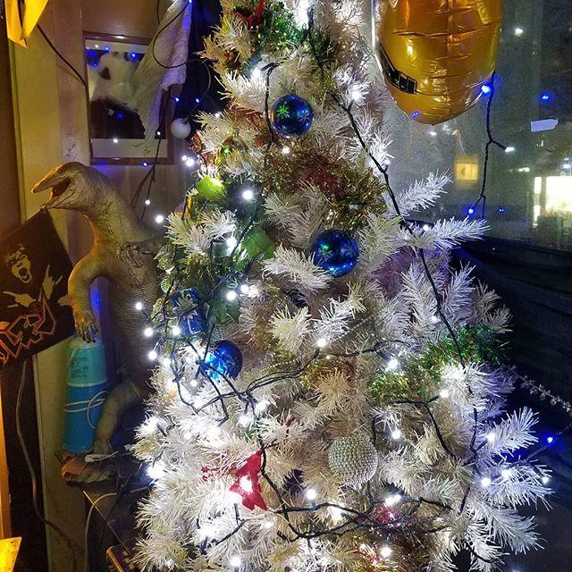 今日☆プレ☆です今日からプレイスにツリーありますよ〜・:*+.(( °ω° ))/.:+ PLACE 12月のイベント24(日) 25(月) カズキの9品のSPクリスマスプレートを用意します☆@1000全員のお客様Xmasのお菓子プレゼント♪ヽ(*´∀`)ノ26日はー!忘年会ー!カニしゃぶ☆  その他料理色々☆21時〜0時  飲み放題で4000円今年は30日で営業終了となります┏oペコよろしくお願いします  @PLACE